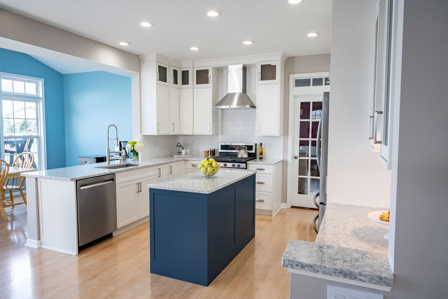 Transitional With A Pop Of Color Kitchen Remodel Empiregmq Buffalo Ny